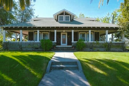 Stunning 105-year-old Craftsman Farmhouse - Loomis