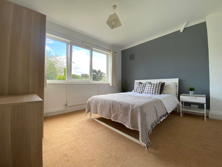Double Room in Glorious Solihull Property