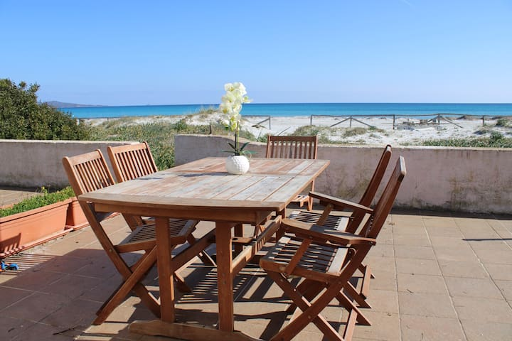 Wonderful place directly on the beach!!! La cinta beach , the gem of San Teodoro!!!