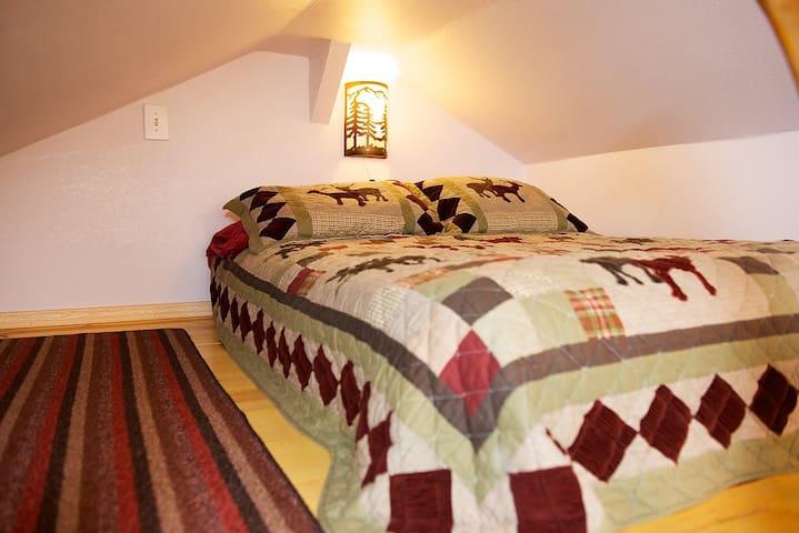 Crawl in Loft, Full Bed