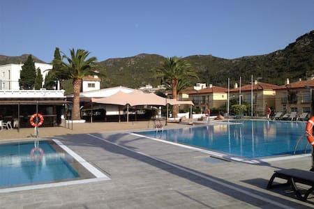 Rescator Resort 225 - Rosas / Roses