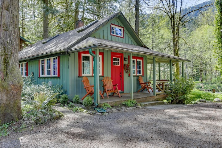 Inviting, dog-friendly, waterfront cabin w/ covered porch & cozy interior!