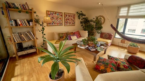 Large artsy apartment in downtown Quito!