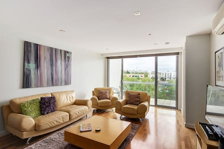 Top of Terminus Apartments - 2 bedroom 2 Bathrooms - Geelong