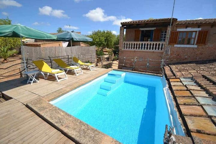 Small rustic country house with pool and WIFI for 5 people
