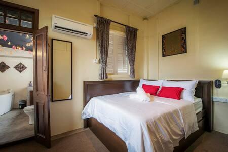 Heritage Loft Suite @ 3 Pax @ Jacuzzi Gurney Drive