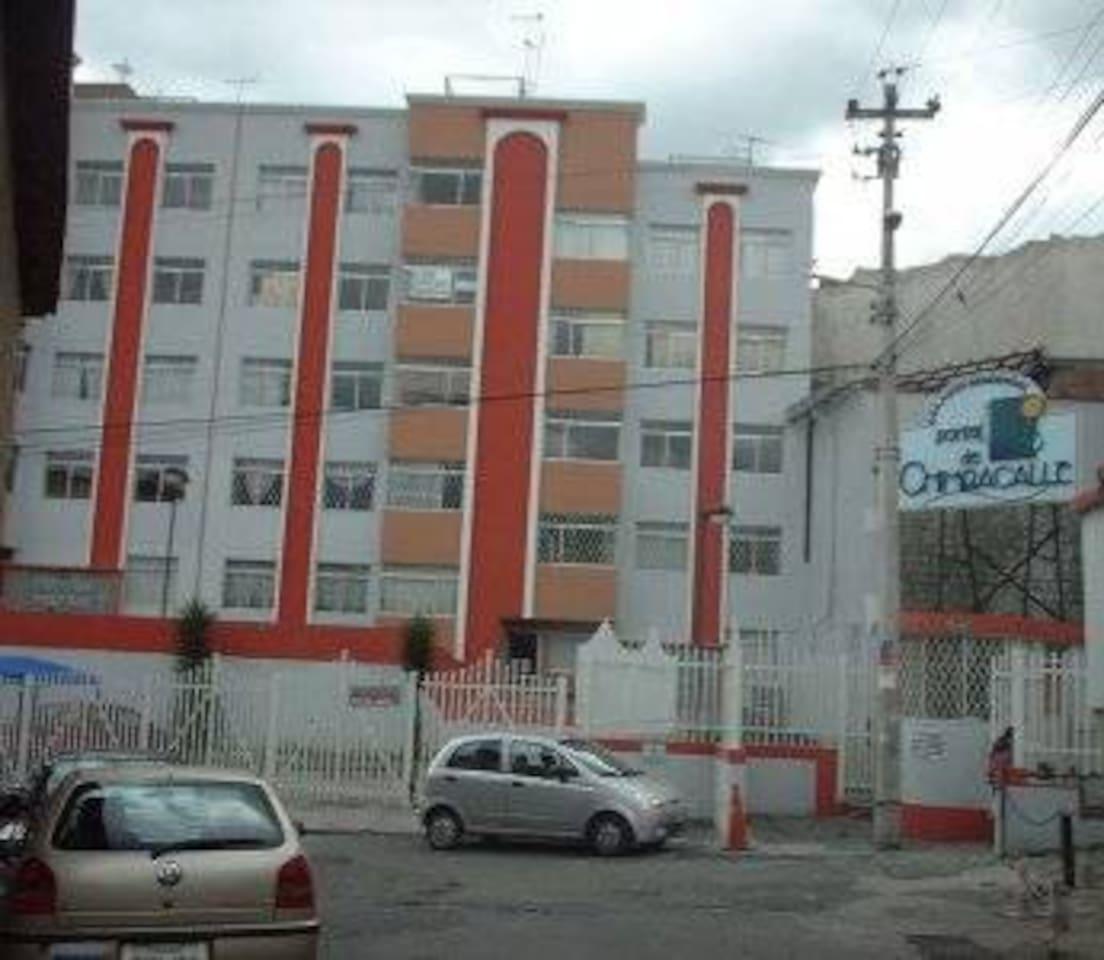 Conjunto residencial con guardianía privada - Residential complex with private guardianship