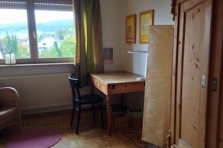 Helles gemütliches Zimmer - Lörrach - Hus
