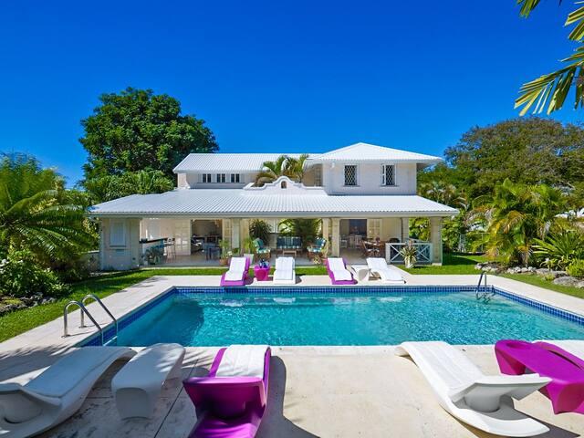 2 story villa within 5 min walk from the beach