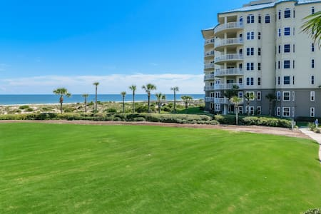 Adjacent to the Ritz-Carlton/Oceanfront/Renovated
