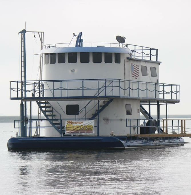 Fishing Enthusiast Houseboat