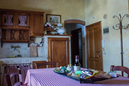 Small Lovely Apartment in Tuscany - Gambassi Terme - 公寓