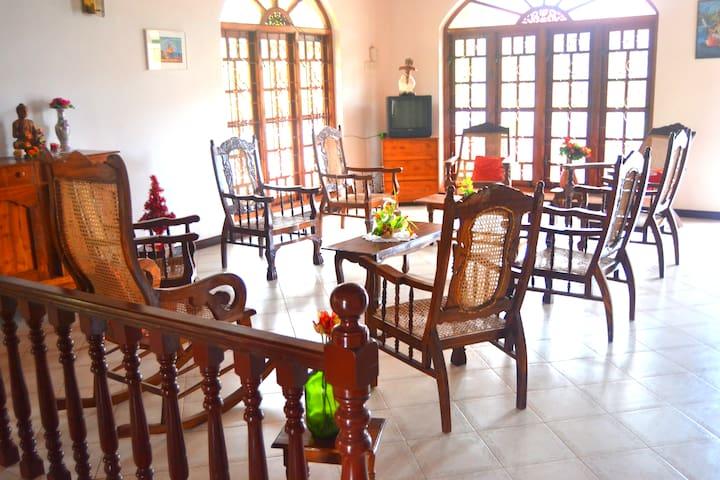 Chaya Villa Guest House - Family Apartment -NoneAC