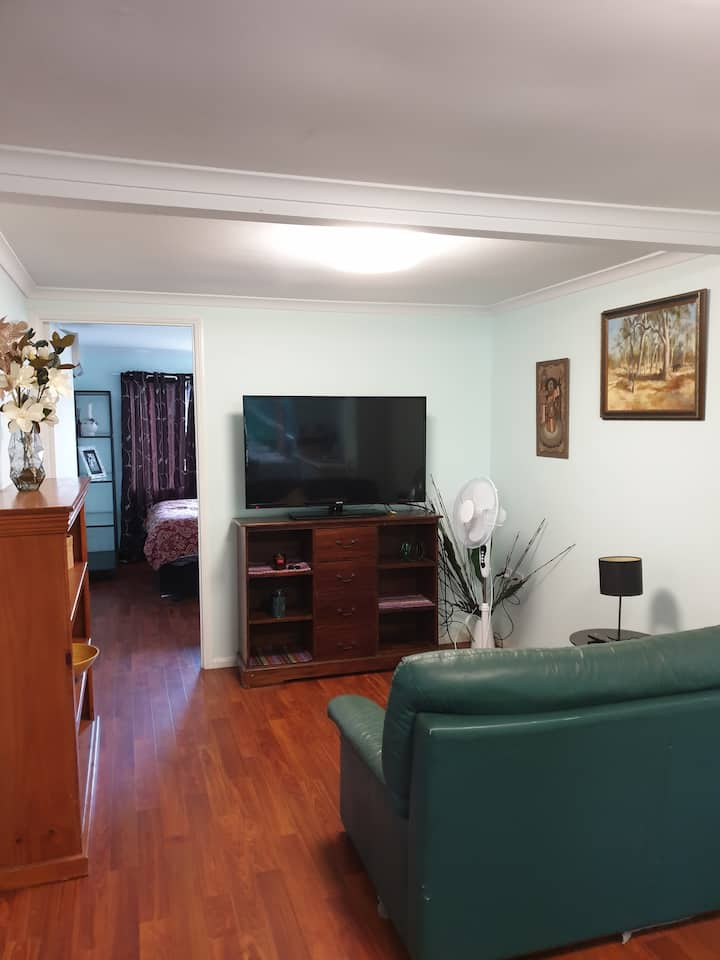 1brm Granny flat close to town and DFO