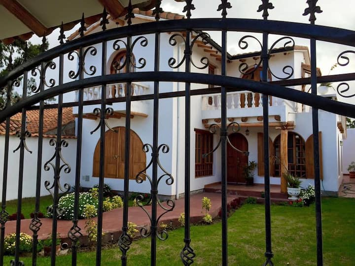 Beautiful Spanish Colonial home in Cotacachi