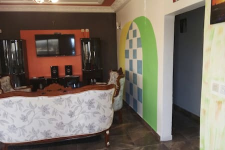 Top 20 douala vacation rentals vacation homes condo for Appartement meuble douala