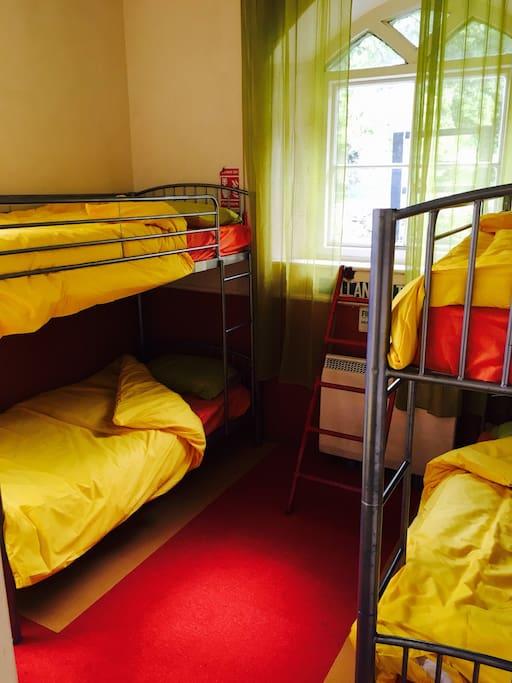 Ystafell 1  / Bedroom 1 (en suite)