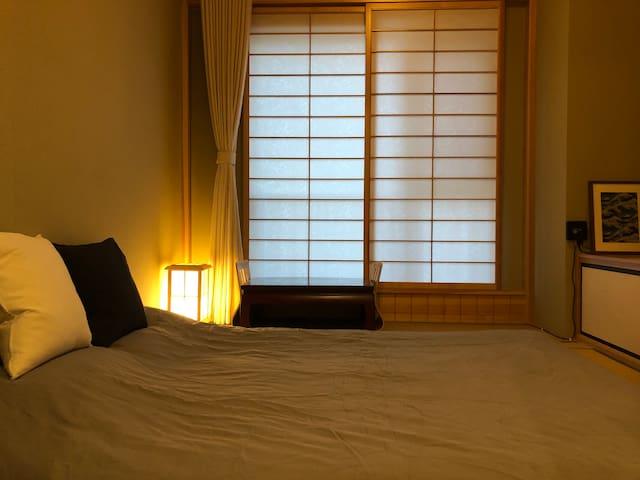 公寓七楼之榻榻米大床房 适合读书看电影喝茶的私密空间