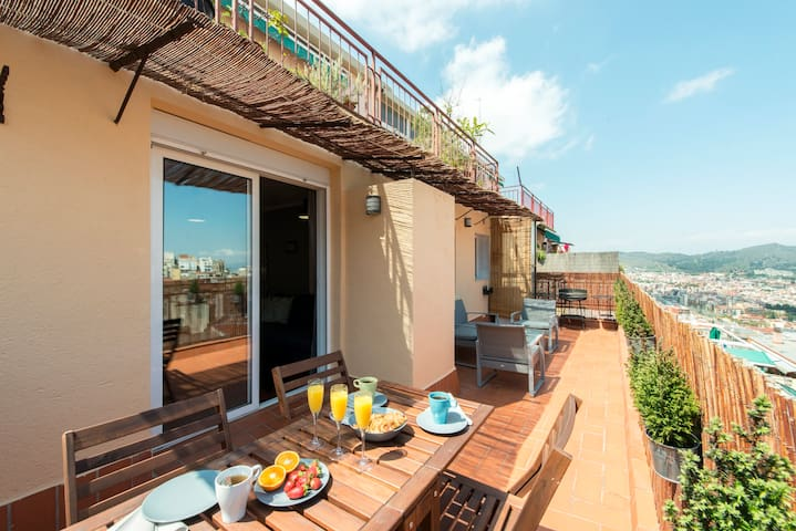 Apartment with terrace, Güell. - Barcelona - Leilighet
