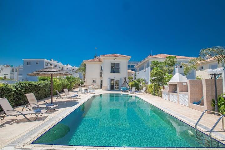 Villa Jazmin, Fantastic 4BDR Fig Tree Bay Villa