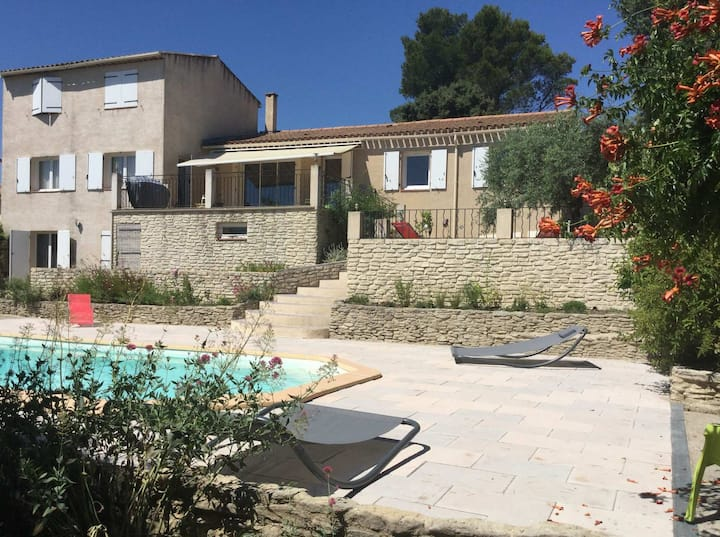 Pleasant part of house with pool to share in Vaucluse, 4/6 people