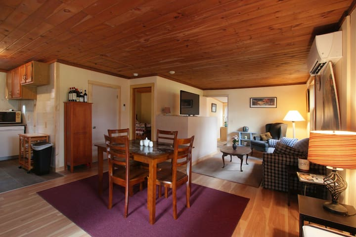 Cozy, Quiet Cottage on Country rd 2 mil from I-91 - Bernardston - Hus