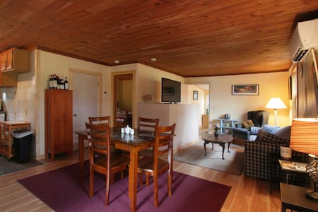 Cozy, Quiet Cottage on Country rd 2 mil from I-91 - Bernardston - Haus