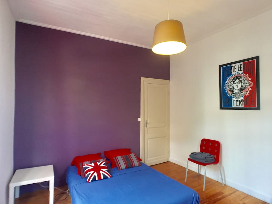 Large room in modern house city center townhouses for for Chambre a part couple