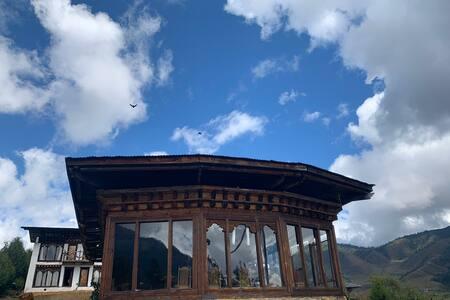 Gangtey view 360 Lodge
