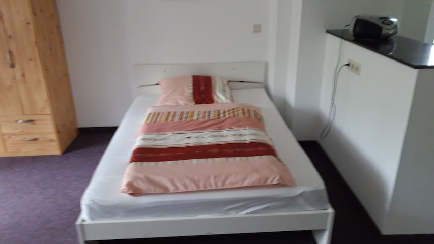 Bett Nr. 2 ( 1,40m x 2,0m)