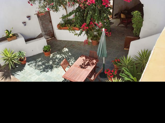 Roomy cottage with sunny courtyard - San Juan de la Rambla - Huis