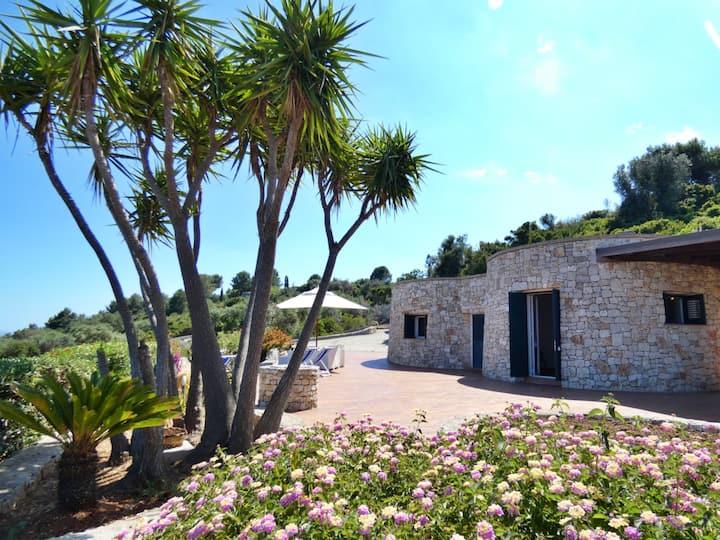 Villa Agapanto - Trulli Vista Mare con ampio Giardino privato
