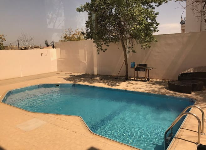 Private pool villa in RAK centre - Ras Al-Khaimah