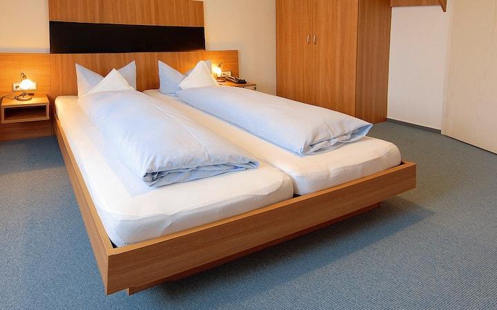 Landgasthaus Hotel Römerhof (Obernburg), Doppelzimmer Haupthaus mit WLAN