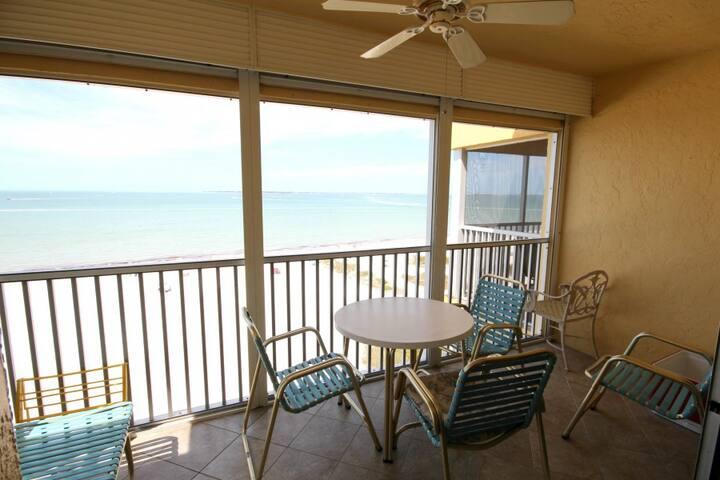 Beachfront Condo Directly Facing the Gulf: Vacation Villas #632