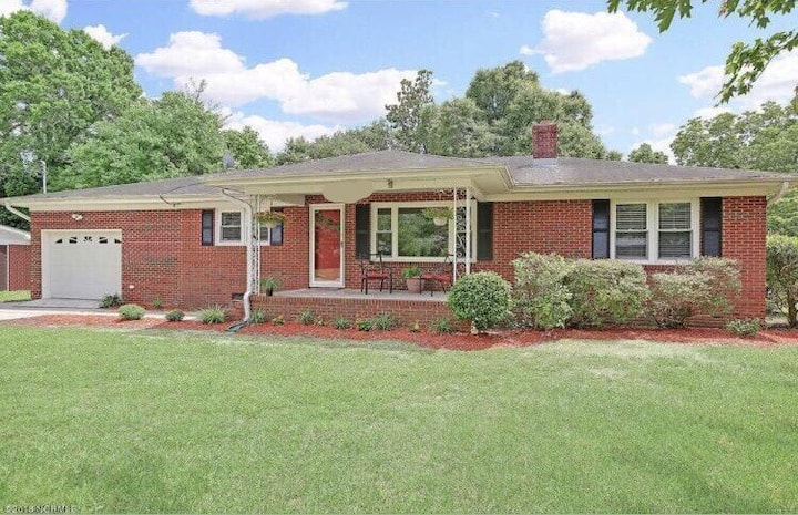 Cozy Home with Private Pool close to Beach & UNCW!