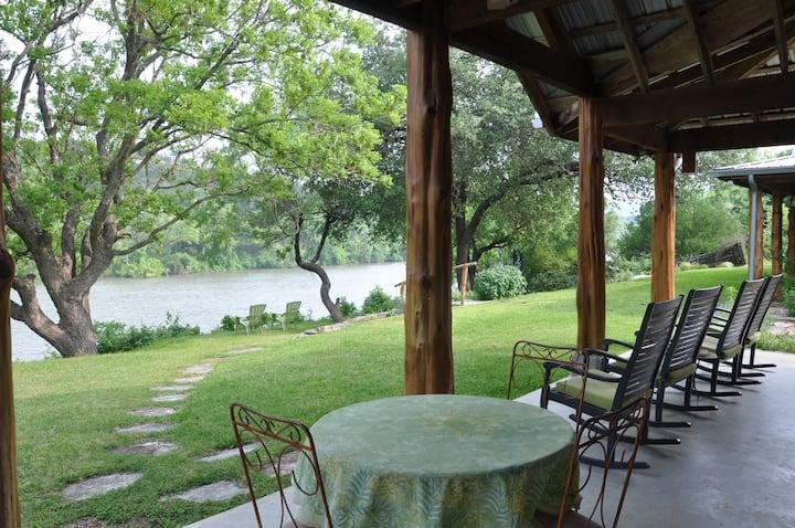 Lake Austin Guesthouse - Pool & Spa