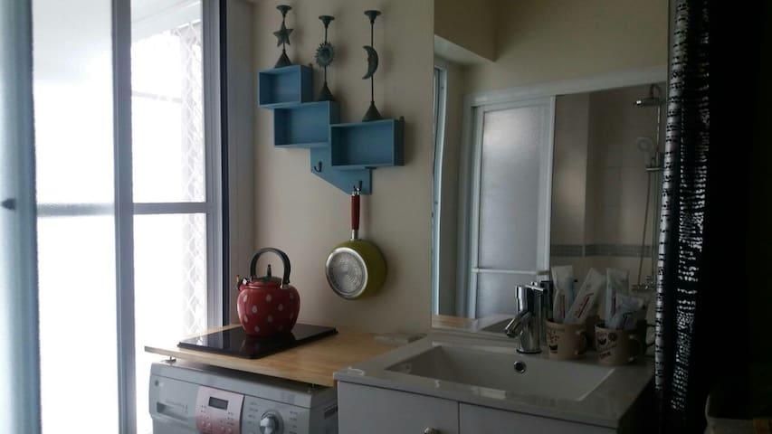 米雅家的紐約風~有洗衣機 廚房 wifi 還有提供電動機車可租借喔 - West Central District - อพาร์ทเมนท์