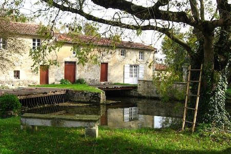 Moulin sur la rivière Boutonne, 1 h de La Rochelle