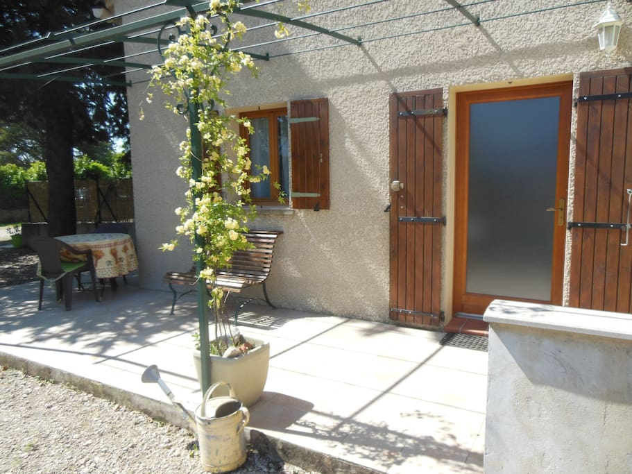 Terrasse + mobilier jardin + plancha