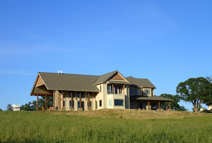 Blue Oak Ranch - 47 Acre Retreat in Gold Country