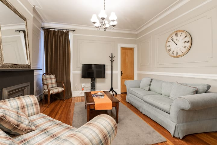 Large living room with HD TV, high speed internet and WiFi