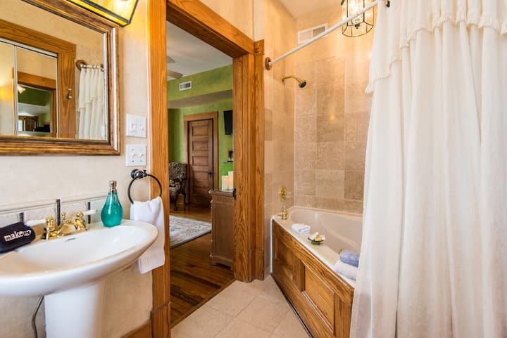 Garden Vista Suite at Cumberland Falls B&B