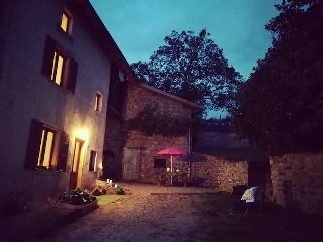 Maison de charme, 65km de Lyon,  Haut Beaujolais.
