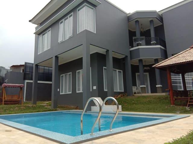 Villa Puncak Aluz 4BR