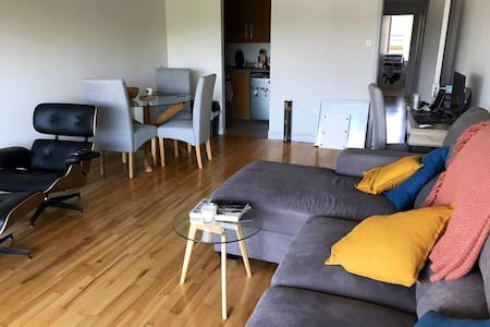 Riverside 2-bed Apartment in City Centre
