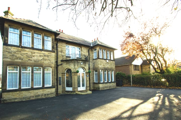 ★Cosy Village Retreat★Close To M1/M62 | TV | Wifi