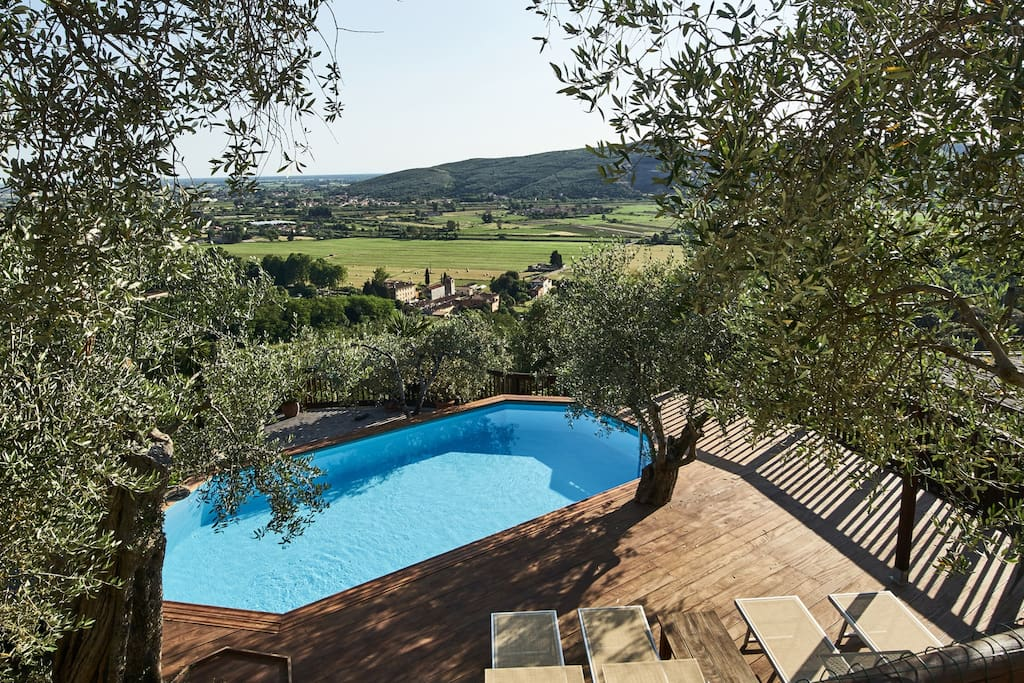 Fabulous salt water swimming pool with wonderful panoramic view over the valley and Pisa!
