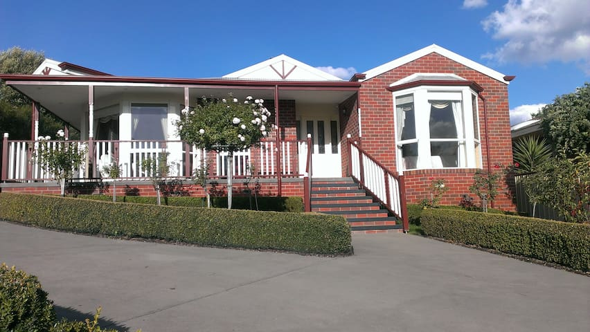 Marriner Stay in Colac, Victoria - Colac
