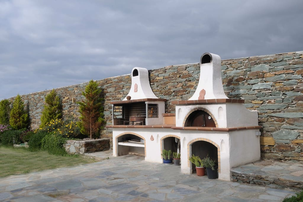 External traditional stone ovens